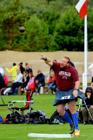 Shot put at Newtonmore Games