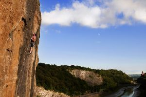 Climbing 2012:November - Arm's Race E4 5c in Avon Gorge