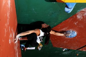 Cliffhanger 2012 - Alex Puccio eyeing up her options on problem #3