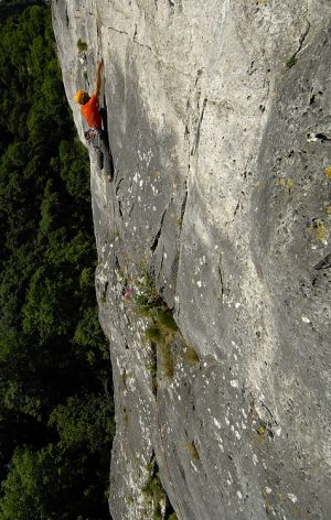 Richard Mayfield climbing Debauchery (E1 5b, 5b) High Tor