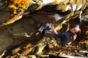 Eastwood Traverse (Font 7b ) @ Eastwood Rocks - Dan Cheetham in action