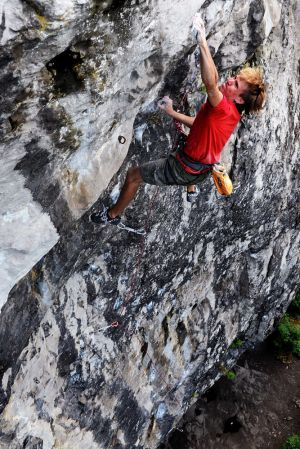 Waddage (F8b) @ Raven Tor - no problem for Ed Hamer